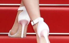 Cannes, festival del cinema: colpi di ... tacco 12 sul red carpet.  Polemica per le scarpe basse, le 'ballerine', vietate alle attrici
