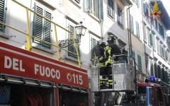 Firenze: incendio in una casa in centro. Donna riesce a sfuggire alle fiamme