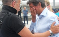 Carrara, il sindaco Zubbani preso a schiaffi in piazza: prognosi di 22 giorni