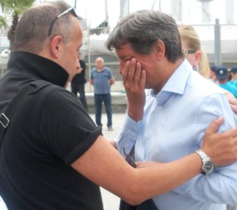 Il sindaco di Carrara, Angelo Zubbani, schiaffeggiato da un cittadino