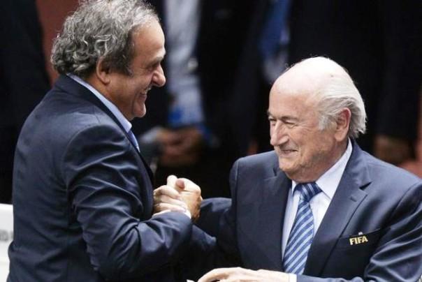 Michel Platini (a sin.) e Sepp Blatter