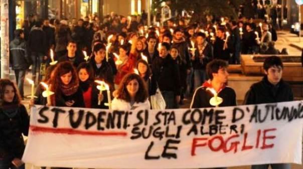Scuola, fiaccolate di protesta in tutta la Toscana venerdì 5 giugno