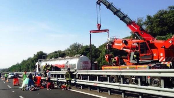 A12 Genova-Rosignano, gravissimo incidente nel tratto fra Migliarino e Viareggio