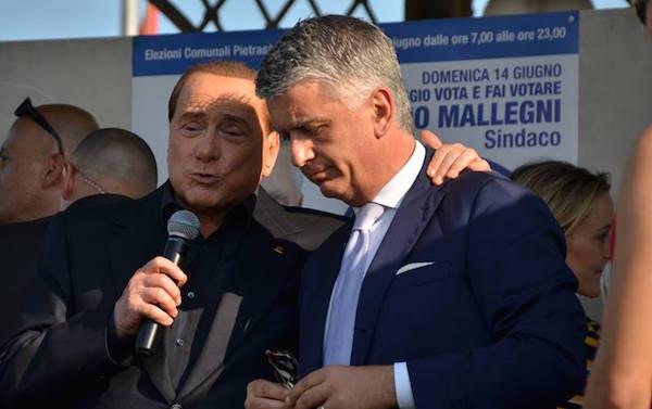 Silvio Berlusconi e Massimo Mallegni durante la campagna elettorale a Pietrasanta