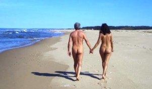 Coppia di nudisti denunciata