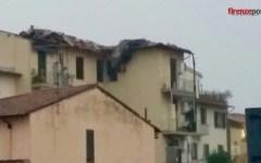 Maltempo: bomba d'acqua, grandine e raffiche di vento su Firenze. Case scoperchiate e alberi caduti