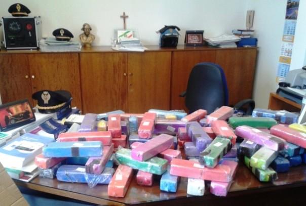 La droga era divisa in 95 panetti colorati, valore 300 mila euro