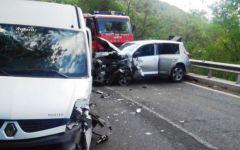 Terni, incidente stradale con 20 feriti: tutti toscani su un pulmino in gita