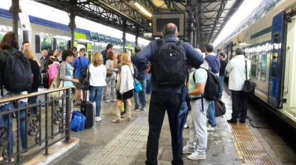 Treni fermi in stazione per il caos dovuto al nubifragio (foto Twitter  - Cristina Galasso)