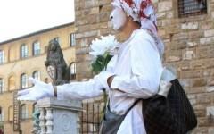 Firenze: romene travestite da mimi chiedevano soldi in centro. Allontanate con foglio di via obbligatorio