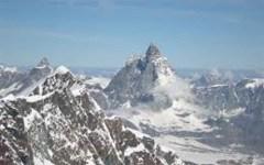 Monte Rosa: salvati due alpinisti caduti in un crepaccio. Entrambi feriti, uno gravemente.