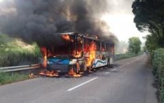 Lastra a Signa, autobus in fiamme. Nessun ferito (Foto)