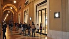 Mancano poche ore all'inaugurazione del nuovo Apple Store in piazza della Repubblica a Firenze