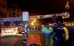 Pisa, giovane di 25 anni precipita da una spalletta del lungarno Mediceo