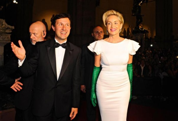 Sharon Stone con il sindaco di Firenze, Dario Nardella, alla cena di Celebrity fight night 2015 in Palazzo Vecchio
