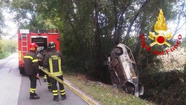 Bientina, l'auto dove è stato ritrovato il cadavere carbonizzato