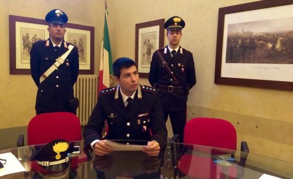 Il capitano Taborra, comandante la compagnia di Signa, con i militari della Stazione di Calenzano