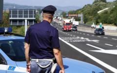Arezzo: in scooter entra contromano sull'A1, nel Valdarno. Bloccato dalla Polizia stradale