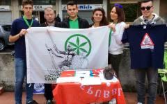 Pisa, leghisti raccolgono firme contro i migranti: aggrediti dagli antagonisti