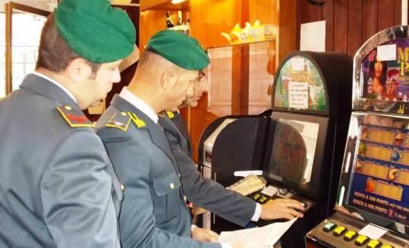 Siena, la Guardia di Finanza sequestra un locale per scommese illegali