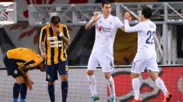 Verona-Fiorentina, Kalinic  ringrazia Pepito Rossi per l'assist che  ha fruttato il secondo gol viola (foto Twitter - L'Arena)