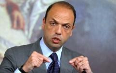Sicurezza, l'Italia secondo Alfano: «Nel 2015 in calo omicidi, furti e rapine»