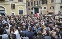 Sicurezza, 10.000 operatori in Piazza Montecitorio a Roma protestano: «Vergognoso l'aumento di 8-9 euro»