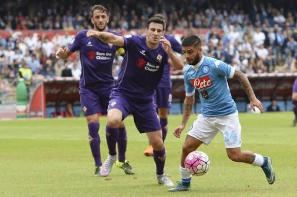L'azione del primo gol napoletano: Insigne scappa a sinistra, Tomovic lo perde e il giocatore azzurro batterà Tatarusanu Tomovic