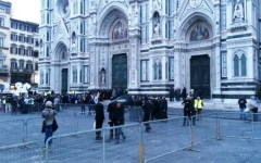 Firenze attende Papa Francesco, folla in piazza Duomo