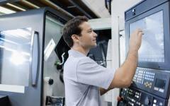 Lavoro, professioni più richieste dalle aziende per laureati e diplomati: ingegneri e specializzazioni informatiche