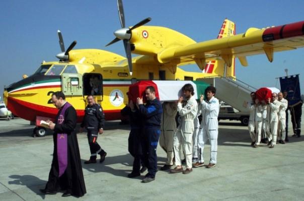 Il Canadair precipitò il 18 marzo 2005 a Vittoria Apuana
