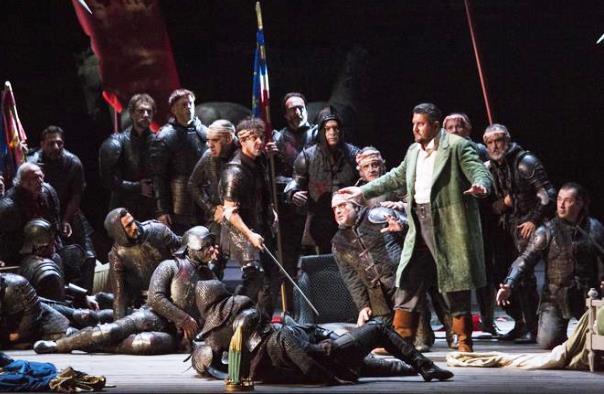 Il baritono Devid Cecconi (a destra) in scena alla Scala