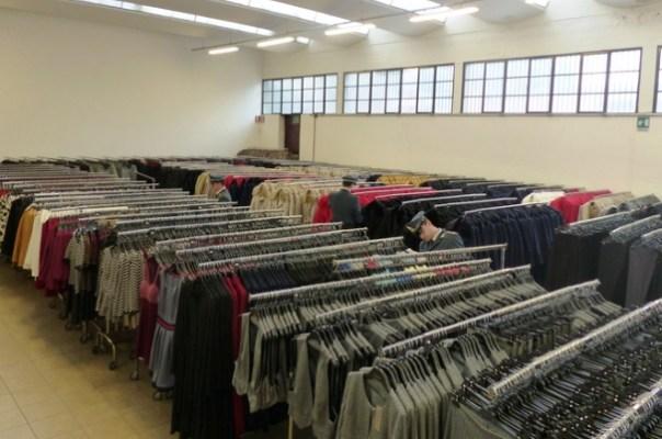 Prato, 50 mila falsi capi d'abbigliamento sequestrati