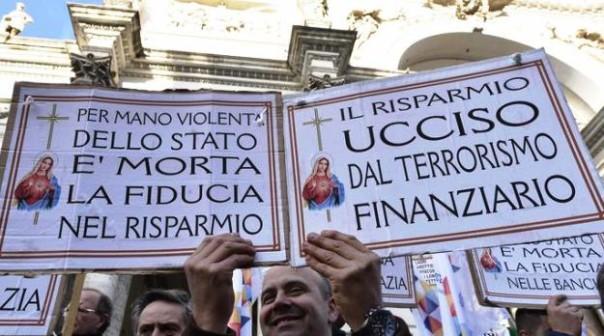 Roma, un momento del sit-in di protesta dei risparmiatori