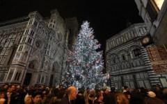 Firenze: fino al 27 dicembre si svolge 'F-light', festival delle luci. Basiliche illuminate. Albero di Natale alto 15 metri in piazza Duomo