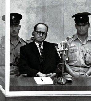 Adolf Eichmann durante il processo