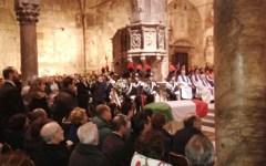 Carrara, migliaia di cittadini ai funerali del maresciallo dei carabinieri ucciso