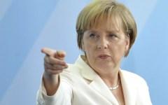 Germania: testa di maiale con insulto davanti all'ufficio della cancelliera Angela Merkel