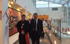 Firenze, Befana: il cardinale Betori in visita ai piccoli malati del Meyer