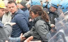 Genova: manifestazione operai Ilva. La vicequestora toglie il casco e allenta la tensione