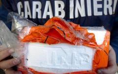 Firenze, cocaina in auto. Sperona i carabinieri e tenta la fuga: preso