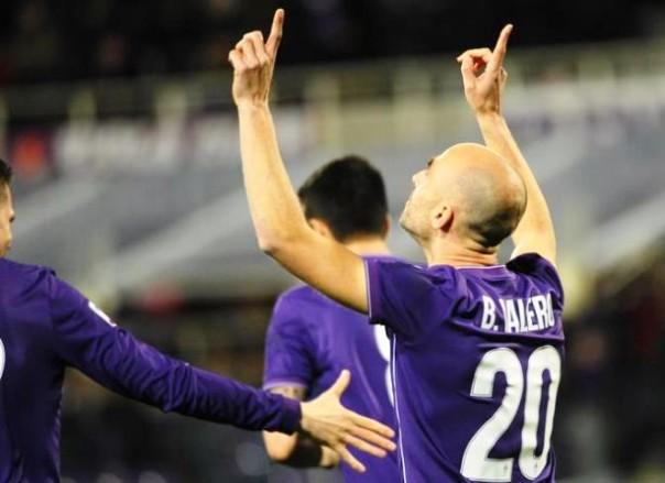 Fiorentina-Carpi, l'esultanza di Borja Valero