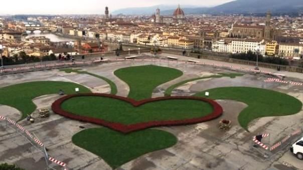 Firenze, Piazzale Michelangelo pedonalizzato per la giornata di San Valentino 2016 (foto Twitter - @DarioNardella)
