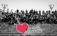 Firenze, San Valentino 2016: bacio collettivo al piazzale Michelangelo pedonalizzato