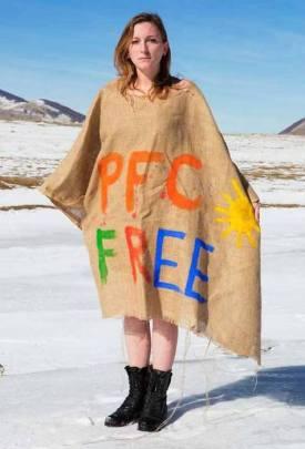 Greenpeace: in montagna nudi o mascherati per dire no alle sostanze chimiche