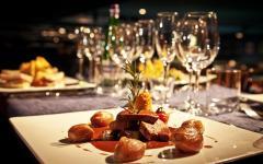 Firenze: stop a nuovi ristoranti in centro. Il sindaco Nardella: «Fine del mangificio»
