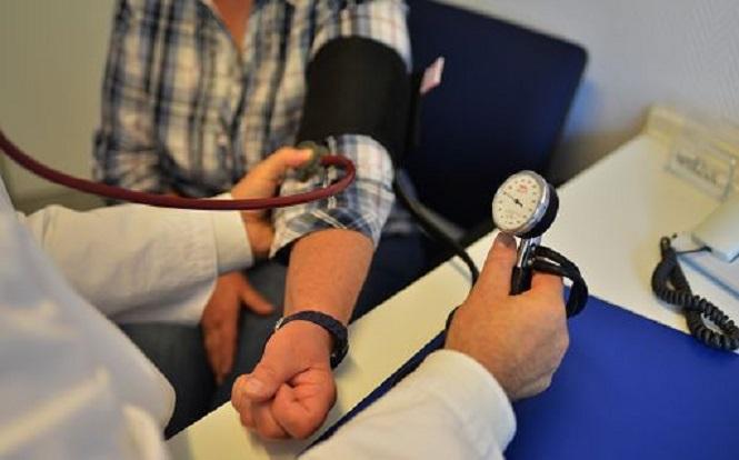 Misurarsi la pressione con frequenza è un modo per tenere sotto controllo l'ipertensione