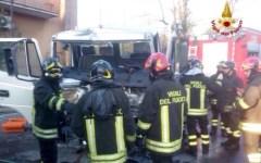 Pistoia: scontro all'alba fra autobus, auto e furgone, tre feriti.