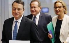 Economia, Draghi: l'Ue sia attenta ai bisogni immediati dei cittadini. Un aiutino, ma anche un monito a Renzi