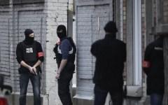 Terrorismo, Bruxelles: sparatoria con i ricercati per gli attentati di Parigi. Quattro agenti feriti (uno grave)